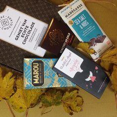 Dit zijn ze dan: de vier fantastische repen die je vindt in ons allereerste doosje! Heb jij nog geen #chocoladeverzekering afgesloten maar wil je alsnog dit doosje met deze 4 fijne repen bestellen? We hebben nog een paar exemplaren liggen die vanaf morgen te koop zijn op de site! #yiehaa #chocola #anderechocolade #genieten #singleorogin #chocolate #herfst #cadeau #november #box #chocolade #verrassing