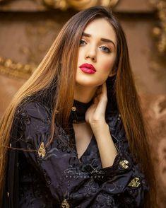 Cute Girl Pic, Cute Girl Poses, Girl Photo Poses, Beautiful Girl Photo, Beautiful Girl Indian, Beautiful Eyes, Stylish Girls Photos, Stylish Girl Pic, Beautiful Pakistani Dresses