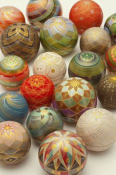 Kirikane decorated balls by National Living Treasure of Japan as a Kirikane artist, Sayoko ERI (1945~2007) まり香盒 人間国宝・江里佐代子 (A kirikane is a decorative technique used for Buddhist statues and paintings, using gold leaf, silver leaf, platinum leaf cut into lines, diamonds and triangles.)
