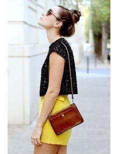 La jupe jaune avec un top classique@Capture écran Pinterest / Kutchetcouture.com