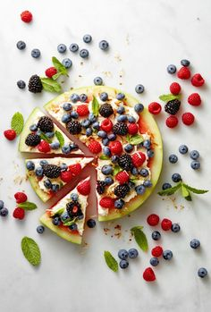 This low-carb Watermelon Pizza is the best thing to happen to summer. Top it with any of your favorite fruits to create a wonderfully healthy (and summery!) dessert. Click through for the recipe and more amazing things you can do with watermelon.