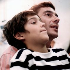 Está reconhecendo o garoto da foto? Isso mesmo: Ayrton Senna e o jovem Bruno Senna, com nove anos em 1992