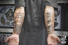 Cisco tatuador de LTW Tattoo and Piercing Barcelona Line Work Tattoo, S Tattoo, New Tattoos, Sleeve Tattoos, Tattoos For Guys, Tattoo Linework, Ship Tattoos, Tattoo Small, Traditional Lighthouse Tattoo