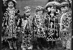 Another interesting twist in the use of this favourite embellishment- London Cockney Pearly King or Queen costume known since Victorian times. The costumes are decorated with hundreds of mother-of pearl buttons. Here is the photograph I took from the Victorian London, Vintage London, Old London, East End London, North London, London History, British History, Old Photos, Vintage Photos