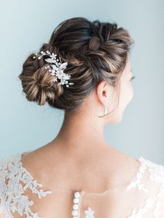 classic wedding hair A Classic and Romantic Wedding at The Ritz Carlton Marina Del Ray Jewelry Braided Hairstyles For Wedding, Quick Hairstyles, Bride Hairstyles, Pretty Hairstyles, Classic Wedding Hair, Romantic Wedding Hair, Romantic Weddings, Hair Wedding, Unique Weddings