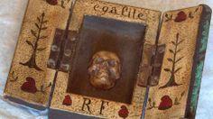 musee-montreuil Boite-objet de la Révolution Française de 1789 contenant un crâne sculpté comme symbole d'égalité