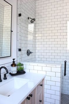 White Subway Tile Bathroom, Small Bathroom Tiles, Rustic Bathroom Shelves, Rustic Bathroom Vanities, Bathroom Tile Designs, Bathroom Renos, Bathroom Interior Design, Bathroom Tubs, Concrete Bathroom