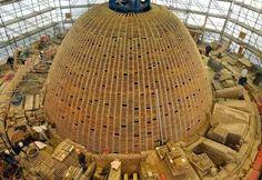 Die innere und die äußere Kuppel werden um ein zehn Meter hohes Holzgerüst errichtet