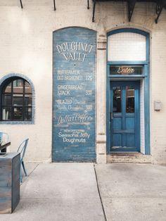 exterior of the doughnut vault, a donut shop in chicago Cafe Restaurant, Restaurant Design, Interior Bistro, Café Bistro, Diy Interior Doors, Interior Ideas, Deco Cafe, Blue Cafe, Vanilla Glaze