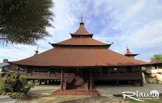 Sebagai Kota Serambi Mekkah Riau, Kabupaten Kampar mempunyai banyak cerita tentang Islam. Salah satunya adalah Masjid Jami'.