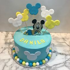 Tarta buttercream Mickey Mouse bebé. Mickey Mouse Cake, Birthday Cake, Desserts, Food, One Year Birthday, Pies, Sweets, Tailgate Desserts, Deserts