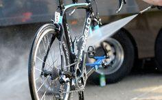 Le nettoyage vélo et VTT est une opération d'entretien déterminante pour la fiabilité et le bon fonctionnement des différents composants. Quelques conseils.