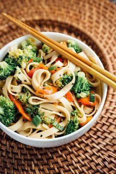 Sesame Broccoli Noodle Bowls   via veggiechick.com #vegan #easy