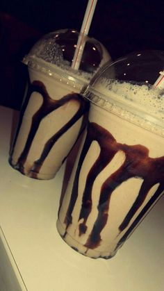 fake story food This is the special day becoz my bestie day Milk Shakes, Dairy Milk Chocolate, Tumblr Food, Snap Food, Food Snapchat, Food Goals, Food Cravings, Junk Food, Food Pictures