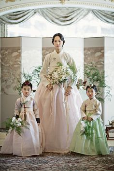 Our clothes to wear Hanbok 燐 Korean Traditional Dress, Traditional Fashion, Traditional Dresses, Korean Wedding Traditions, Korean Outfits, Korean Clothes, Korea Dress, Modern Hanbok, International Clothing
