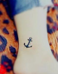 Tatouage cheville ancre marine - 20 idées de tatouages pour habiller nos chevilles - Elle