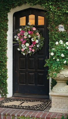 Greet spring with a gorgeous wreath! Click for our picks... | Frontgate Blog