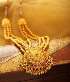 Jewelry Design Earrings, Gold Jewellery Design, Gold Jewelry, Necklace Designs, Jewelery, Gold Mangalsutra Designs, Temple Jewellery, Jewelry Patterns, Wedding Jewelry