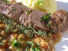 Maso osušíme, očistíme od blan, osolíme, opepříme a opečeme ze všech stran na rozpáleném oleji. Poté vložíme na cca 5 minut do rozpálené trouby... Steak, Beef, Food, Meat, Essen, Steaks, Meals, Yemek, Eten