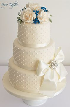 When it comes to a wedding, people would expect a slice of cake. Since unique, creative and nontraditional wedding cakes are really trendy these days, you can try to surprise your guests with wedding cakes both amazing in style and yummy in flavor. Macaroon Wedding Cakes, Berry Wedding Cake, 3 Tier Wedding Cakes, Country Wedding Cakes, Small Wedding Cakes, Floral Wedding Cakes, Elegant Wedding Cakes, Beautiful Wedding Cakes, Gorgeous Cakes