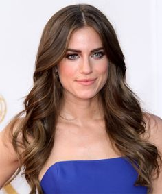 Allison Williams Hairstyle - Casual Long Wavy