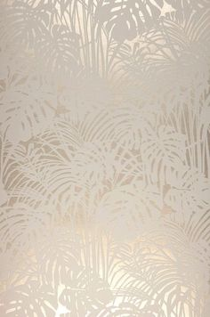 Tapete Persephone Fluffy palm branches made of flock fibers in gray and white form a tangible relief that stands out plastically from the shimmering background in pearl beige color. Luxury that pamper Flock Wallpaper, Metallic Wallpaper, Textured Wallpaper, Wall Wallpaper, Textured Walls, Pattern Wallpaper, Wallpaper Backgrounds, Iphone Wallpaper, Tapete Beige