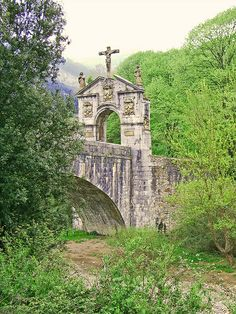 Puente de Anuntzibai (Orozko, Bizkaia, Spain) Bilbao, Haunted Woods, Mystical Forest, Italian Villa, Across The Universe, Basque Country, Beautiful Castles, Places To See, Scenery