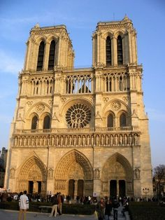 Notre Dame... Totally want to go there!