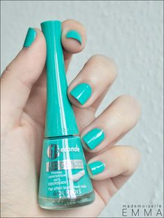Turquoise nails! Loveer this nail color soo much