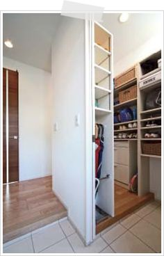 35 best Ideas for house entrance design closet Entrance Design, House Entrance, Interior Decorating, Interior Design, Room Doors, Closet Designs, Bedroom Styles, Home Organization, Home Projects