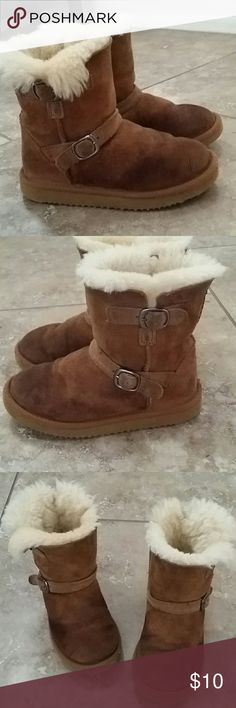 GIRLS FUR BOOTS Girl tan boots with fur Side buckle and ankle buckle Normal wear No rips or tears Smoke free home Comes in original box Kirtland Shoes Boots