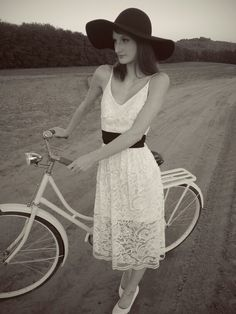 Vintage fashion, fall, bicycle, retro, dress, love, mode, french