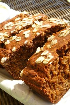 This flavorful quick bread is made with whole wheat flour, oats, buttermilk, and Irish stout. Delicious Recipes, Yummy Food, Tasty, Guinness Bread Recipe, Bread Recipes, Cake Recipes, Irish Bread, Corn Beef And Cabbage, Irish Recipes