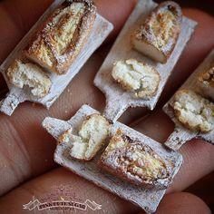 "243 Me gusta, 4 comentarios - Pink Cute Sugar MINIATURES (@pinkcutesugar_miniatures) en Instagram: ""Pane fatto in casa   1/12th scale miniature. #miniaturefood #handmade #bread #pane #sculpt…"""