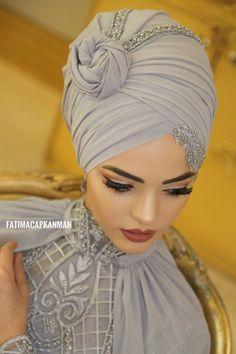 Hijab styles 783204191424916718 - Gelin Source by dilamed Turban Hijab, Turban Mode, Bridal Hijab Styles, Muslim Wedding Dresses, Wedding Hijab, Muslim Brides, Muslim Fashion, Hijab Fashion, Moonlight Couture