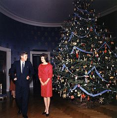 Take a tour of the white house at Christmas time.