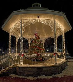 Panorama of the Gazebo Gazebo in Ligonier, PA….… If I ever did a winter/Christmas wedding Christmas Scenes, Noel Christmas, Winter Christmas, All Things Christmas, Christmas Lights, Vintage Christmas, Funny Christmas, Christmas Ideas, Victorian Christmas