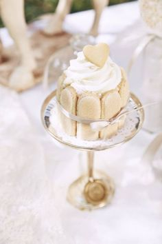 How about mini cakes instead of cupcakes for your wedding? Design by Zuckerzirkus Austria Lady Fingers, Mini Cakes, High Tea, Place Cards, Place Card Holders, Cupcakes, Austria, Photos, Wedding