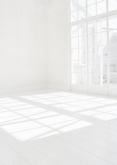 People Footwear - Inspiration -All White Room Pure White, White Light, Black And White, White Art, Outfits In Weiss, White Space, All White Room, White Walls, White Aesthetic