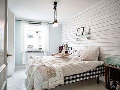 Mieszkanie w stylu skandynawskim z ceglaną ścianą