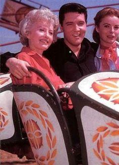 Roustabout 1964 = Elvis Presley Avec  Barbara Stanwyck et  Joan Freeman - Sur le tournage du film