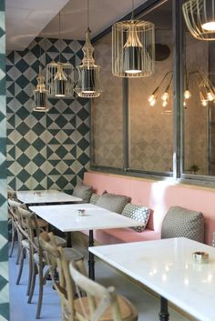 Pink Monkey - Madrid Diferente #banquette #lighting #pink