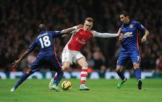 @Arsenal .@_OlivierGiroud_ scores on his return but #Arsenal are beaten 2-1. #AFCvMUFC report: http://arsn.al/9DNIZn