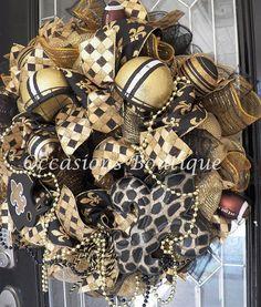 New Orleans Saints Football Wreath NFL by OccasionsBoutique Wreath Crafts, Wreath Ideas, Saints Wreath, New Orleans Saints Football, Sports Wreaths, Football Wreath, Wooden Door Hangers, Wreath Making, Deco Mesh Wreaths