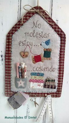 M'encanta!!                                                                                                                                                                                 Más Sewing Room Decor, My Sewing Room, Sewing Rooms, Love Sewing, Patch Quilt, Quilt Blocks, Quilting Projects, Sewing Projects, Coin Couture