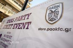 Πλήθος κόσμου, δεκάδες ασπρόμαυρες σημαίες, κέφι, τραγούδι, χορός και πολλά παιδικά χαμόγελα. Το κέντρο της Θεσσαλονίκης κινήθηκε στους ρυθμούς του Christmas Street Party Event, που διοργάνωσαν το PAOK FC Official City  Store και ο 96.8 Velvet. Juventus Logo, Team Logo, Logos, Party, Logo, A Logo, Receptions, Parties