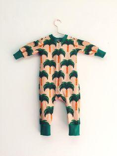 Die schönsten Baby-Produkte: Niedlicher Strampler mit Palmen / new baby products: cute romper suit, palm trees by Bonnie & Buttermilk via DaWanda.com