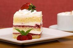 Aprende a preparar queque relleno de crema y frambuesas con esta rica y fácil receta. El queque relleno de crema y frambuesas que aquí te presentamos es ideal para...