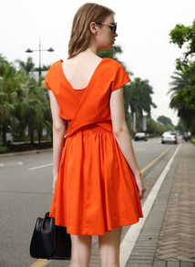 http://fr.shein.com/Orange-V-Neck-Short-Sleeve-Backless-Pleated-Dress-p-218508-cat-1727.html