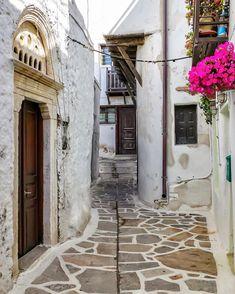 "George Kormpos 🇬🇷 sanoo Instagramissa: ""Check my accounts ⤵️ Follow @ALLURING_GREECE and @ALLURING_ISLANDS #wu_Greece #greeceshotz #travel_greece #ok_streets #eros_greece…"" Check My Account, Greece Travel, Islands, Greece Vacation"